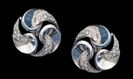 Swirl design earclips. 18 K white gold, diamonds