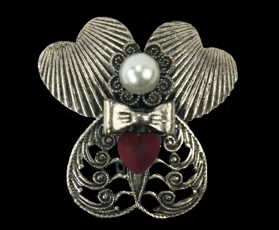 Valentine's day Angel pin. Pewter, faux pearls