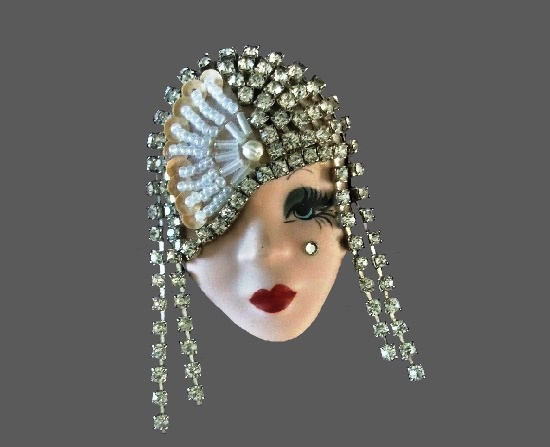 Beautiful 1920s style brooch pin. Porcelain, crystals, glass beads