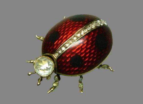 Beetle brooch. Gold, diamonds, diamonds, guilloché enamel. A. Holming's workshop, St. Petersburg, before 1898. Length 3 cm. Russian National Museum