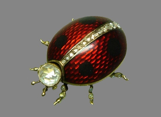Beetle brooch. Gold, diamonds, diamonds, guilloché enamel. A. Holming's workshop, St. Petersburg, before 1898. Length 3 cm. Russian National Museum