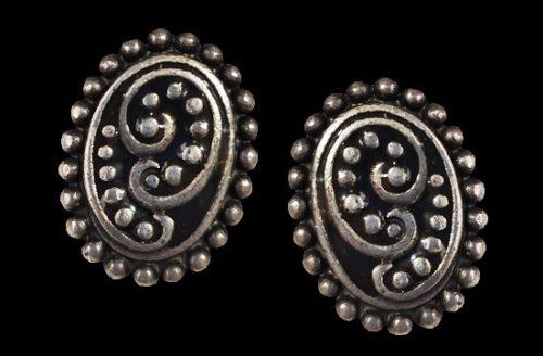 Blackened silver clip on earrings. 2 cm. 1980s