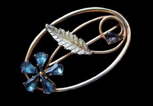 Blue flower Victorian style brooch. Gold filled, glass cabochon. 1940s