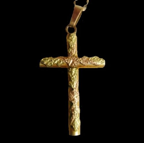 Cross pendant. 1930s. 14 K Gold filled, pink, green and yellow