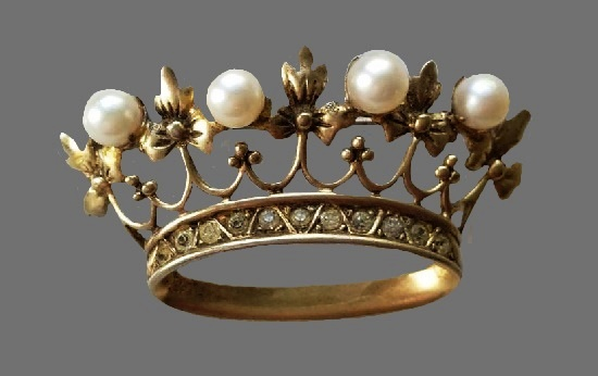 Crown brooch. Sterling silver, gold filled, faux pearls, crystals. 5.5 cm. 1950s