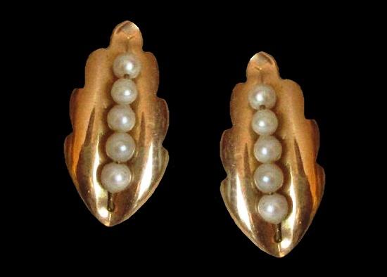 Cultured pearl 12K gold filled screw back earrings. 1940s