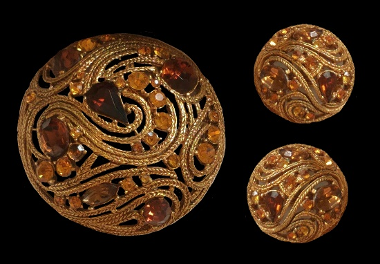 Dome shaped brooch and clips. Gold tone textured brass, Austrian crystals. 5.5 cm. 1950s