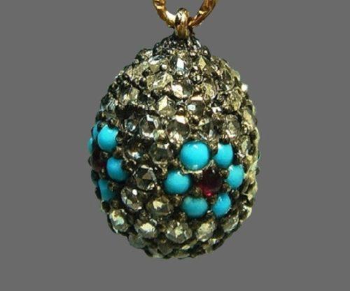 Egg shaped pendant. Gold, diamonds, turquoise, garnets. Craftsman M. Perkhin, St. Petersburg, before 1898. Length 1.6 cm. Russian National Museum