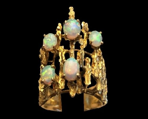 Fabulous vintage ring. 14K yellow gold, opals