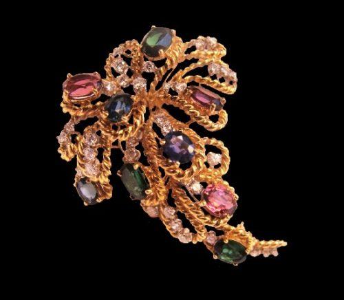 Floral design brooch. 18K yellow gold diamond, blue sapphire, pink sapphire, green tourmaline