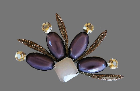 Floral design brooch. Silver tone metal, art glass, crystals