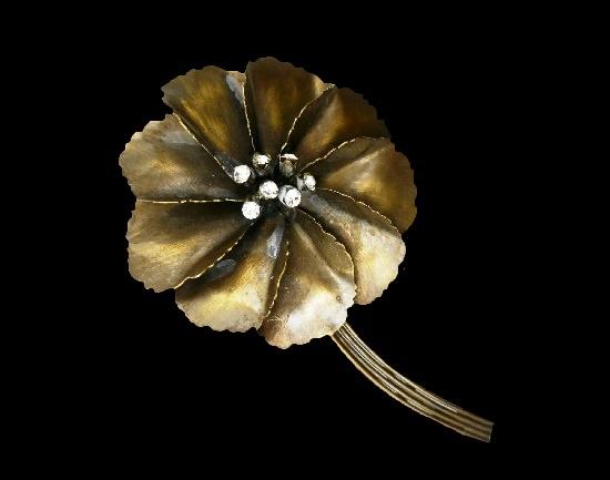 Flower vintage brooch. Metal alloy, enamel, rhinestones