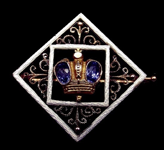 Gift brooch. From the office of His Imperial Majesty. Gold, sapphires, guilloché enamel. St. Petersburg, 1912.13.4 cm
