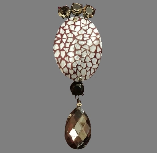 Haute couture dangling brooch. Gold plated metal, mother of pearl, crystals. 13 cm