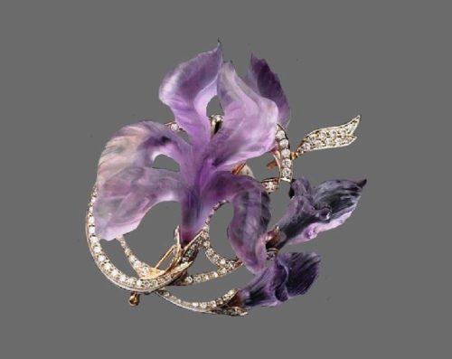 Iris brooch. Gold, diamonds, stone cutting