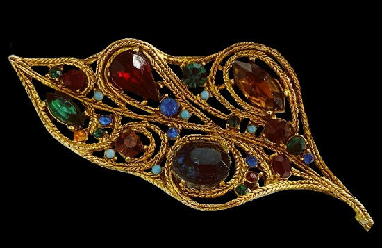 Leaf brooch. Gold tone, art glass. 9 cm. 1950s