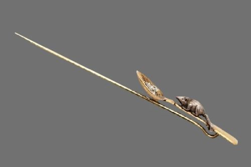 Mouse on the spoon tie pin. Silver, gold, diamond