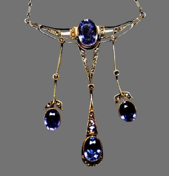 Necklace with sapphires. Gold, silver, sapphires, diamonds, diamonds. St. Petersburg, 1914-1917. 4.5 cm