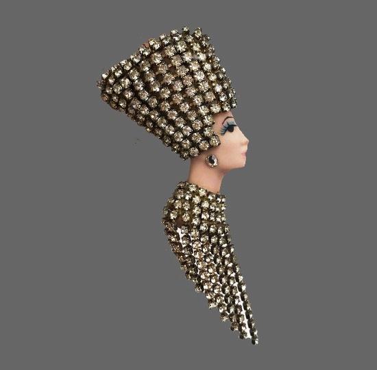 Nefertiti brooch. Porcelain, rhinestones