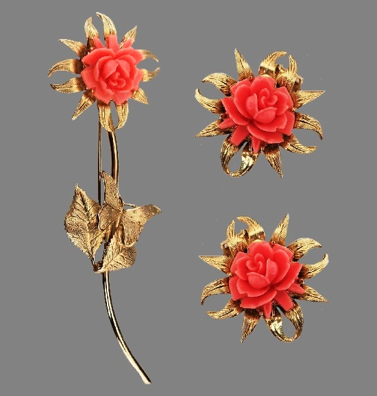 Pink rose flower brooch and clip on earrings. Gold tone alloy, faux coral. 1960s