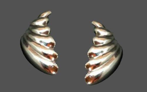 Shell earrings. Sterling silver. Designer Zina. 1970s