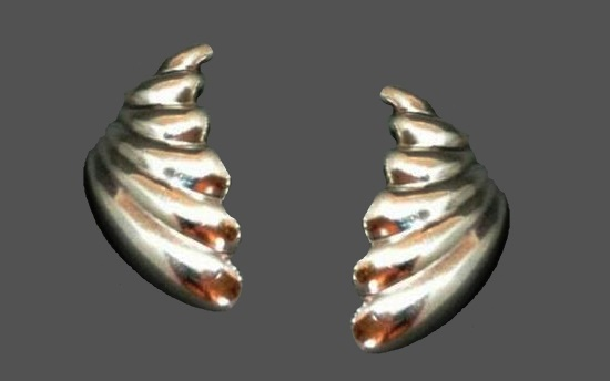 Shell earrings. Sterling silver. Designer Zina. 1970s