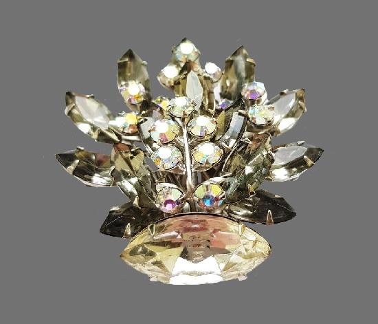 Smoky crystals brooch. Silver tone bijouterie alloy. aurora borealis. 1960s. 5.2 cm