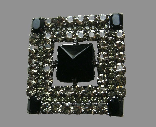 Square shaped Art Deco brooch. Silver tone metal, black rhinestones, art glass