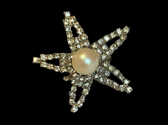 Star cocktail ring. Sterling silver, rhinestone, pearl. 1970s