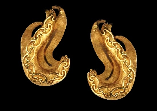 Swirl pattern textured gold tone clip on earrings