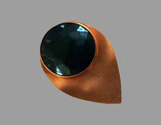 Teardrop brooch. Gold tone metal, dark green glass cabochon