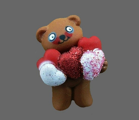 Teddy bear with glitter hearts 1984 brooch