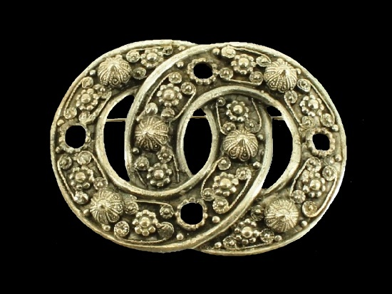 Victorian Revival brooch pin. Rhodium and silver plated metal. Signed Etrusceana