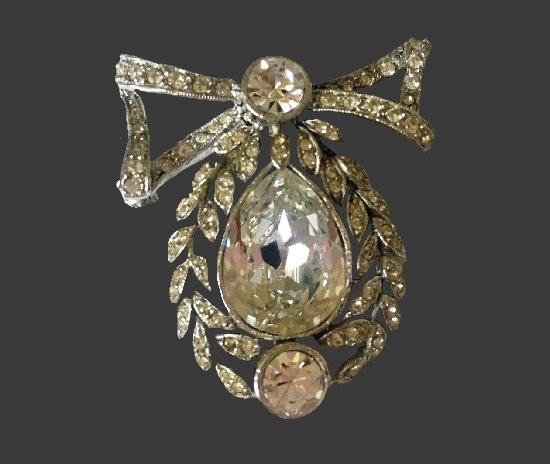 Wreath and bow vintage brooch. Sterling silver clear rhinestones