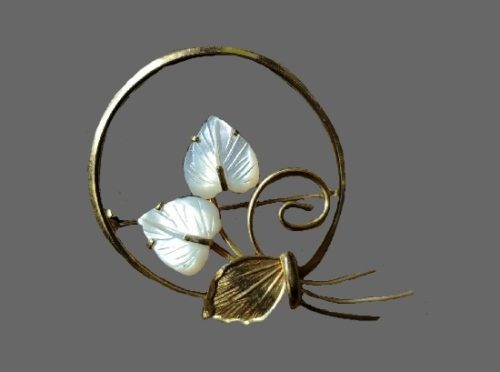 12 K gold filled mother of pearl leaf round brooch