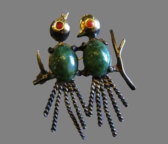 A couple of birds brooch. Sterling silver, art glass