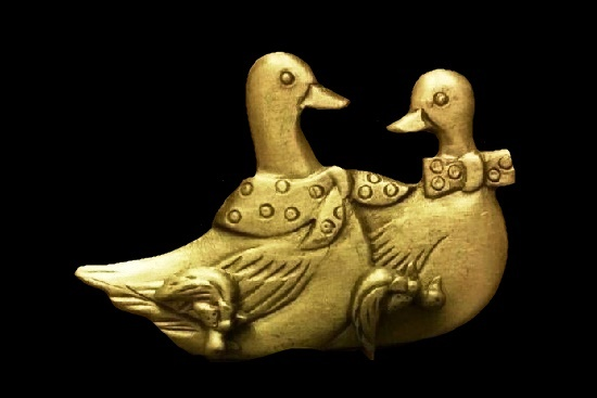 All in One set of jewelry - duck brooch, earrings and necklace. Genuine pewter box