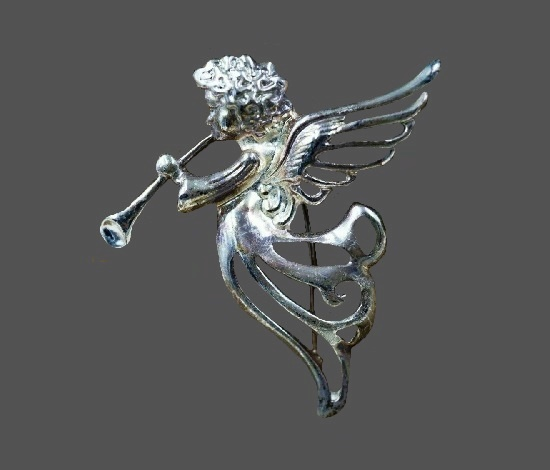 Angel trumpeter silver brooch