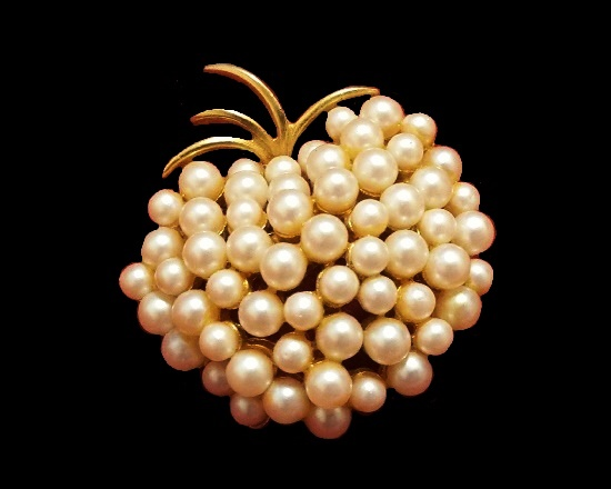 Apple brooch. Faux cluster pearl gold tone