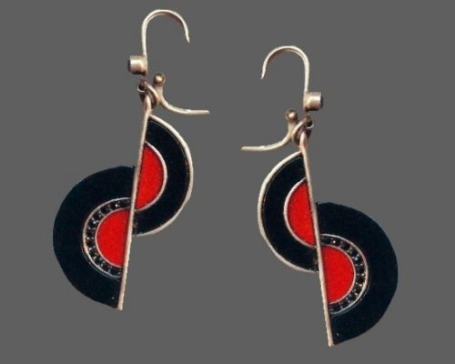 Art Deco red and black dangling earrings. Silver tone metal, resin