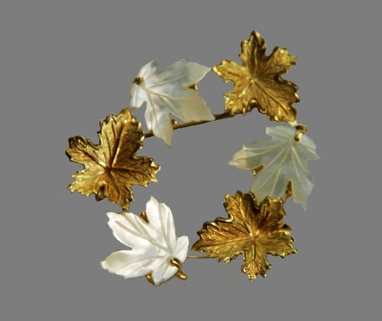 Autumn leaf wreath brooch. 12 K gold filled, mother-of-pearl