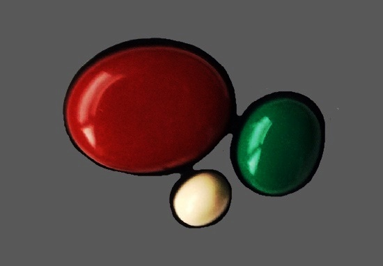 Bakelite brooch pin of white, red and green color