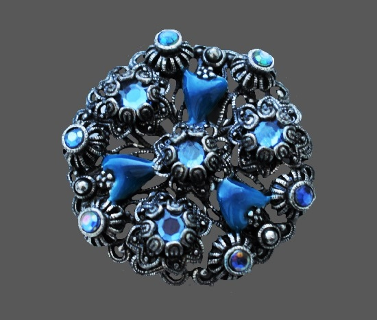 Blue flower filigree design brooch. Silver tone metal, glass cabochons, enamel, aurora borealis crystals. 4 cm. 1980s