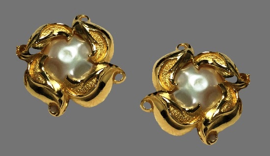 Bold design goldtone faux pearl clip-on earrings. 1980s