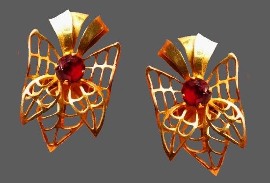 Bow earrings. Gold tone, red rhinestone. 1940s