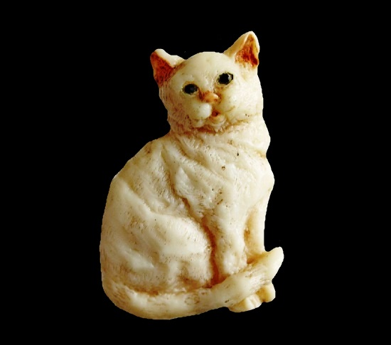 Cat brooch. Polymer resin, hand-painted, varnished. 4.5 cm.1985