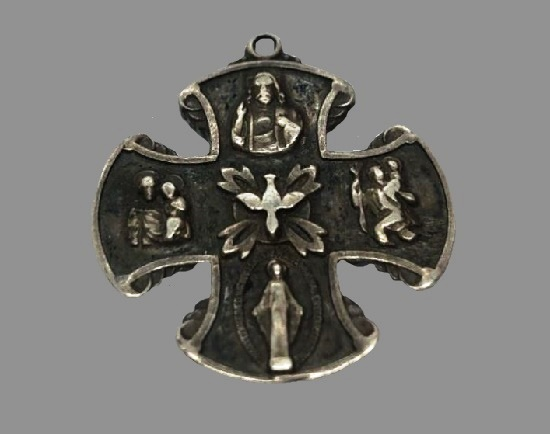 Catholic cross pendant. 925 sterling silver