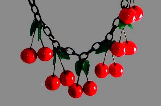 Cherry necklace. Plastic, bakelite. 65 cm. 1990s