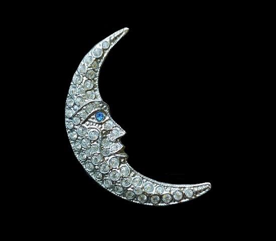 Crescent brooch pin. Silver tone, Swarovski crystals. 4 cm. 1960s, Piscitelli