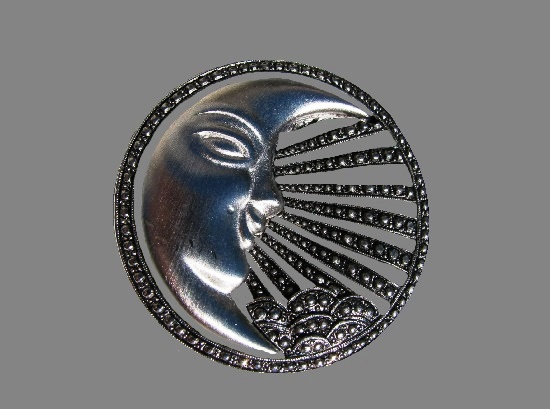 Crescent with rays and cloud round shaped vintage brooch